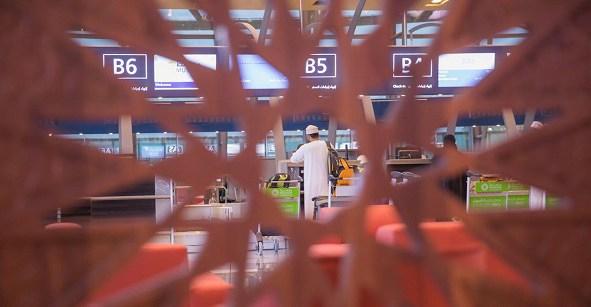 مطارات عُمان تبدأ في 15 يوليو تطبيق رسوم على بعض الأمتعة المناولة يدوياً