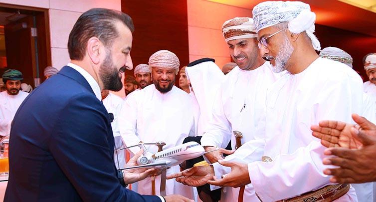 تحت رعاية معالي الشيخ سالم بن مستهيل وكأول مرة في السلطنة مطار مسقط الدولي يدشن عمليات صالة