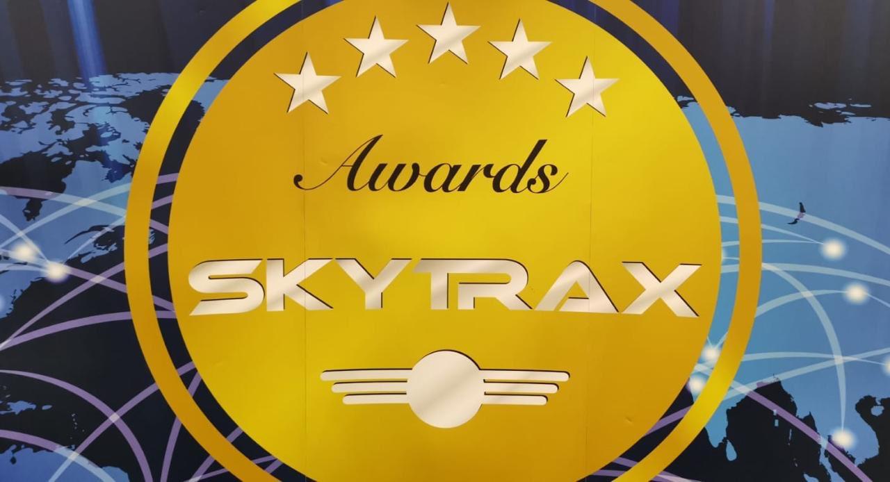 مطار صلالة يحصل على تصنيف فئة 5 نجوم وجائزة أفضل المطارات الإقليمية في الشرق الأوسط ويحل رابعا على مستوى العالم إقليميا..